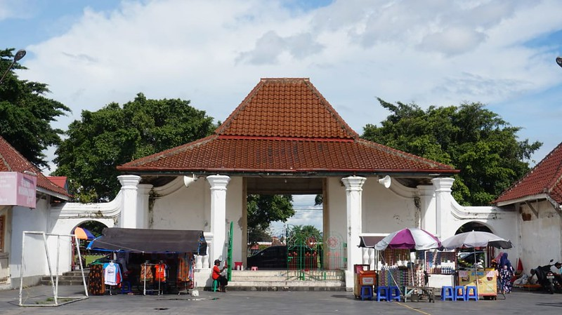 Pintu gerbang Masjid Gedhe Keraton Yogyakarta (pict: Muhammad Faiz)