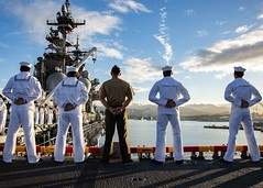 PEARL HARBOR (Feb. 18, 2019) Sailors and Marines man the rails as the amphibious assault ship USS Essex (LHD 2) pulls into Pearl Harbor during a deployment of Essex Amphibious Ready Group (ARG) and 13th Marine Expeditionary Unit (MEU). The Essex ARG/MEU team is a strong and flexible force equipped and scalable to respond to any crisis ranging from humanitarian assistance and disaster relief to contingency operations. (U.S. Navy photo by Mass Communication Specialist 3rd Class Matthew Freeman/Released)