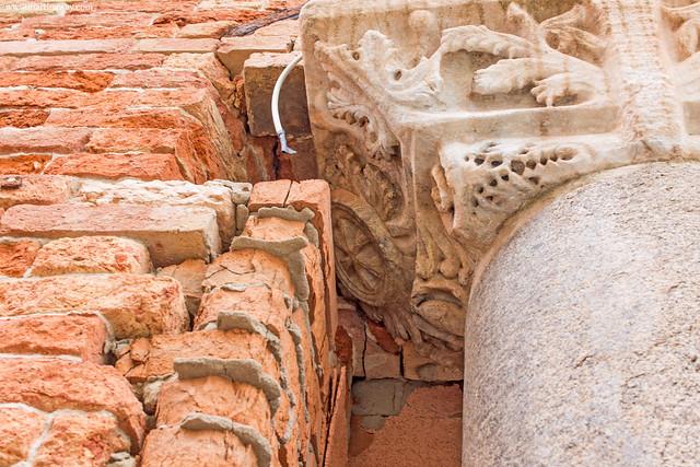 Colonna dell'antico monastero