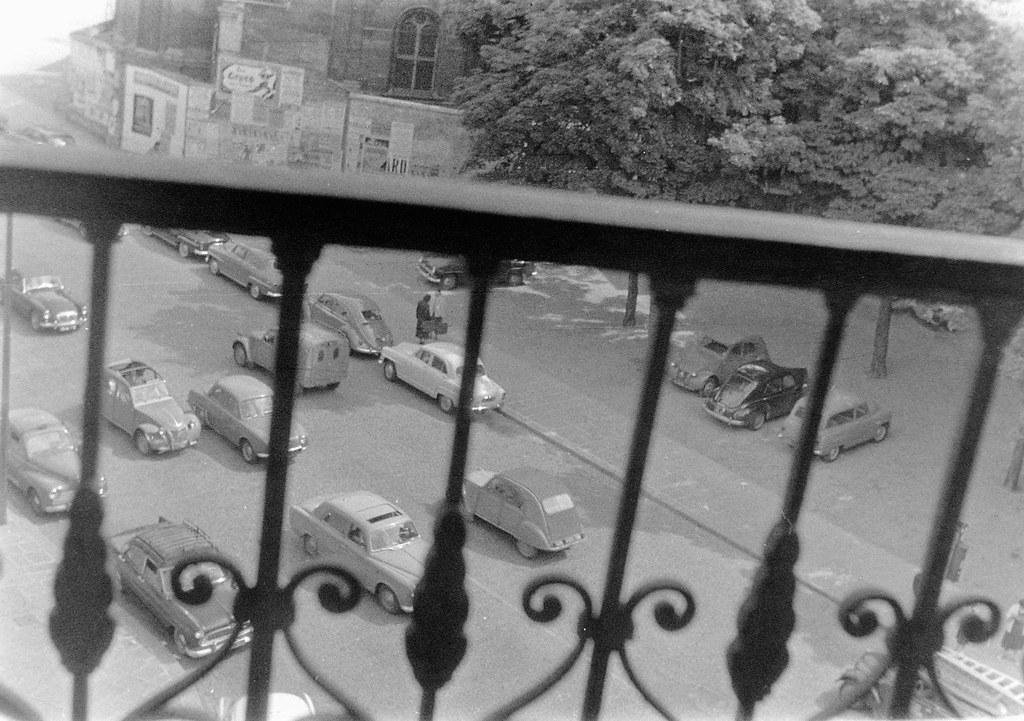 Вид на улицу Фобур Сен-Оноре с балкона дома №123