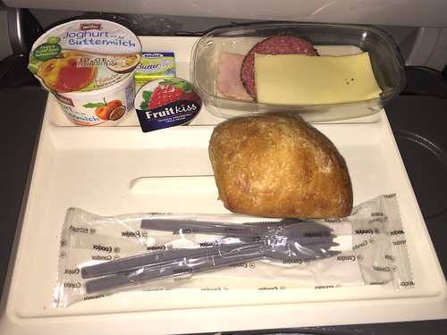 10 - Frühstück / Breakfast - Condor - Economy Class