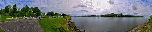 Am Nord-Ostsee-Kanal bei Sehestedt kommt die Seabourn Sojourn langsam näher