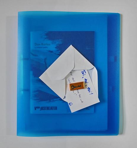 """Don Karlos, Premiere Present by L. / Folder with text used during rehearsals / Programme Book / Premierengeschenk von L. """"Hier darf .... frei und laut ....!"""" auf Mappe mit Text Probenfassungen, Programmheft. Premiere 16.11.2018"""