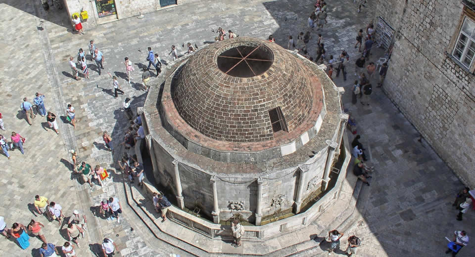 Dubrovnik: top bezienswaardigheden Dubrovnik: Stradun | Mooistestedentrips.nl