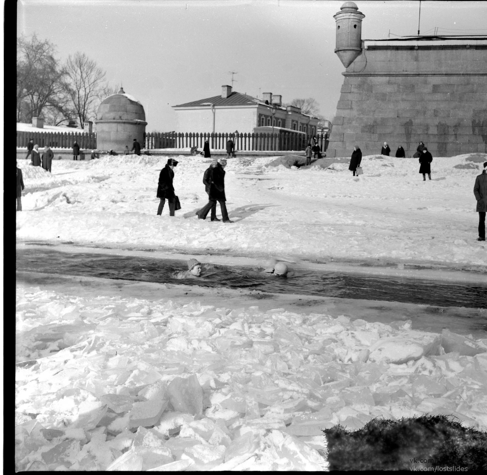 1982. У Петропавловской крепости.1