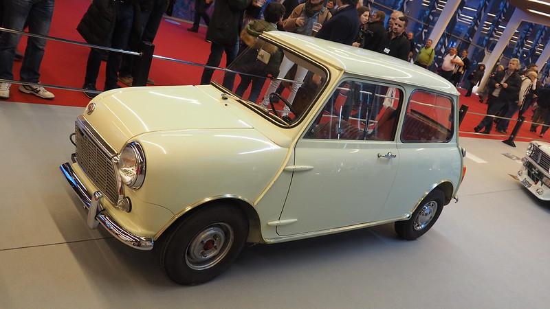 Morris Mini Minor 1968 en coupe -   Retromobile Paris 2019 47048808561_7dec80fbca_c