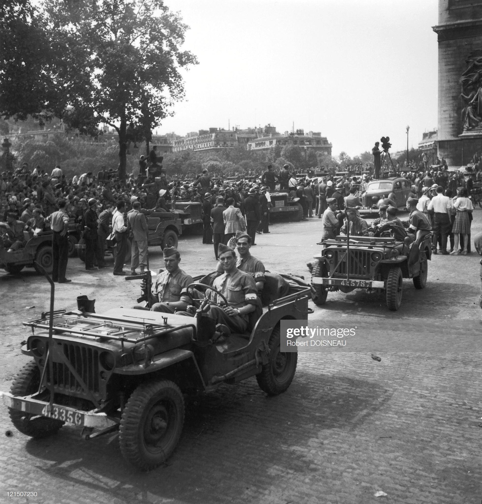 1944. Освобождение Парижа. Военный парад на Елисейских полях. 1 августа