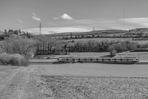 Le château de Bavois et un train