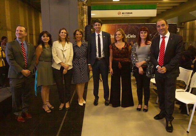 Ministro Andrés Couve inauguró Día de la Astronomía en Estación del Sol del Metro de Santiago