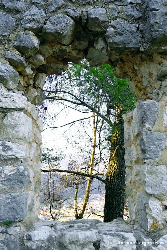 Амбразура в крепостной стене