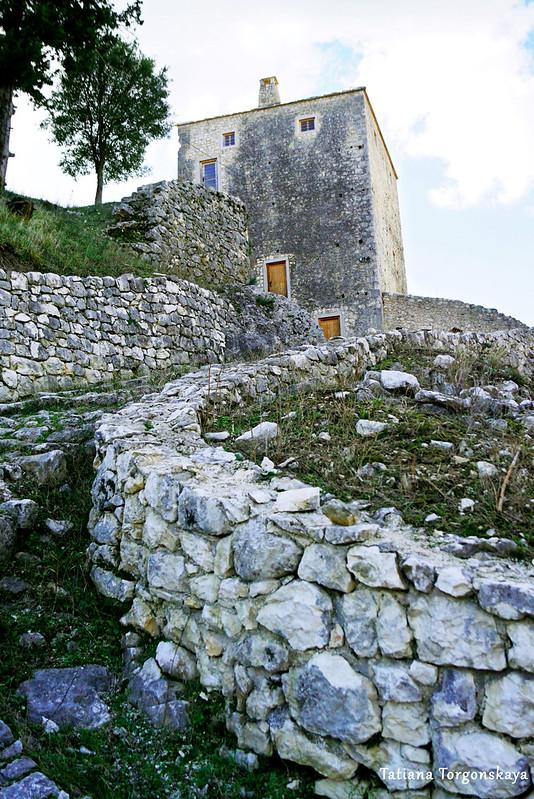 Фрагмент крепости с башней