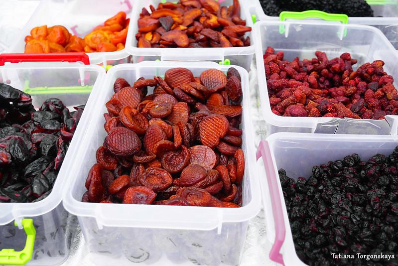 Сушеные фрукты и ягоды