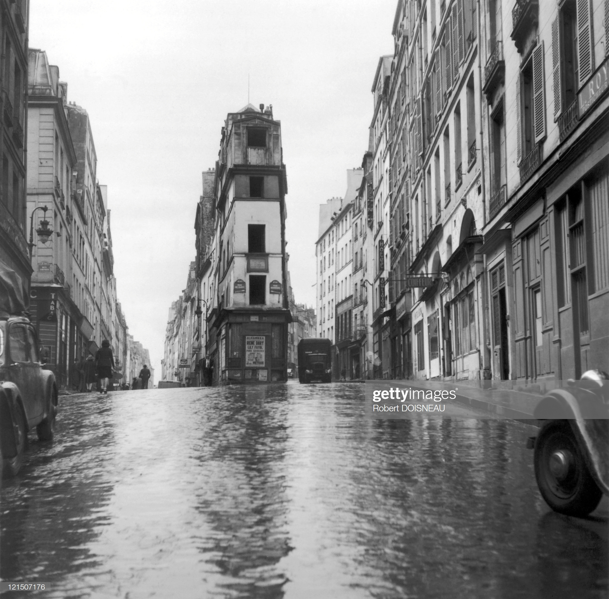 1943. Улица Жака Превера В Париже