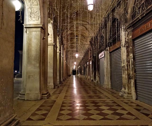 Les arcades désertées