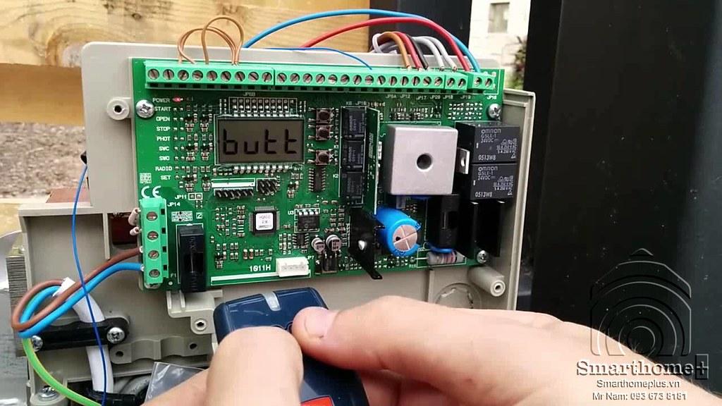 cong-tac-dieu-khien-dong-mo-cong-tu-dong-wifi-smarthomeplus-shp-ag1