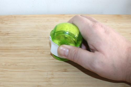 13 - Knoblauch zerkleinern / Mince garlic