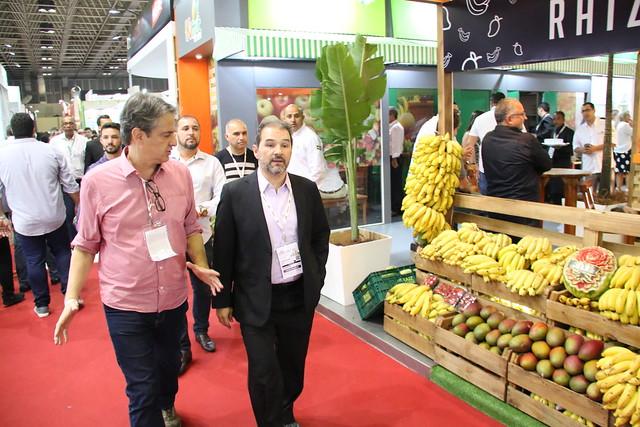 Secretário Eduardo Lopes visita expositores na 31ª ExpoFood, no Rio