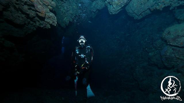Tanya in 洞窟