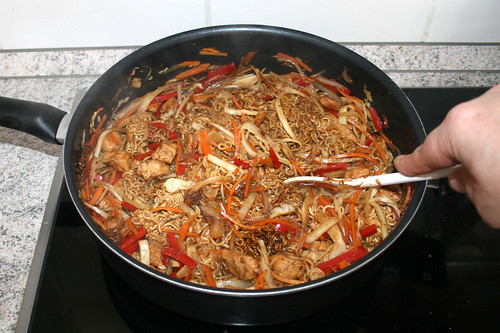 23 - Mit Gemüse vermengen / Mix noodles & vegetables