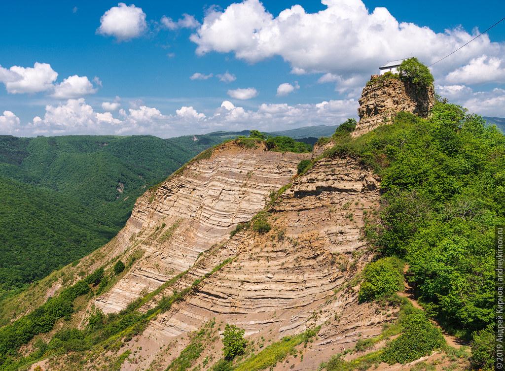 часовня на скале в Цвери