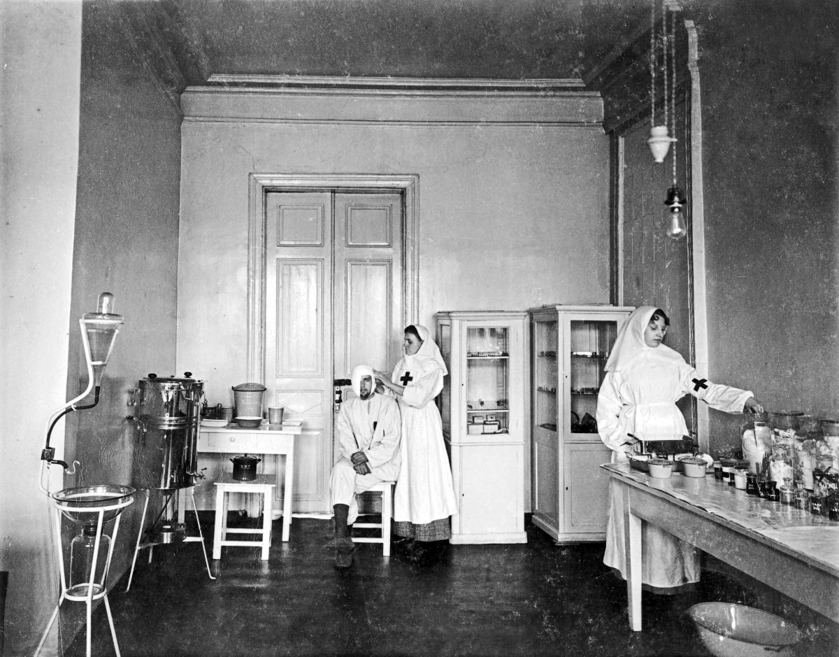 В перевязочной разборочного госпиталя ст. Курск периода 1-й Мировой войны