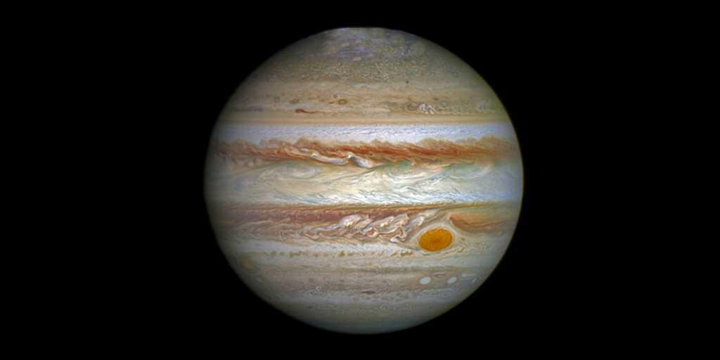 La grande tache rouge de Jupiter se rétrécit