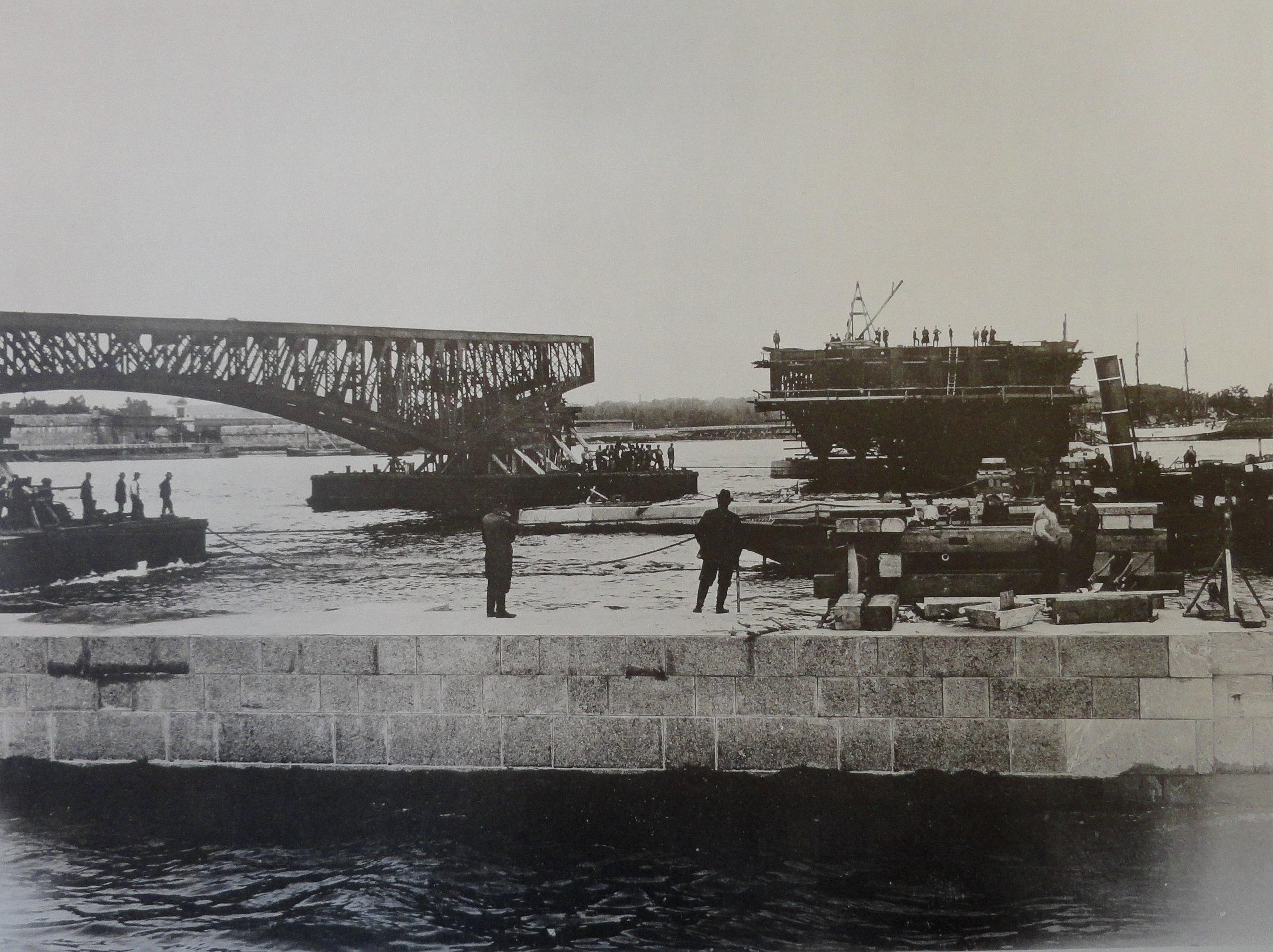 1901. Перевозка ферм левого крайнего пролета. 7 июня