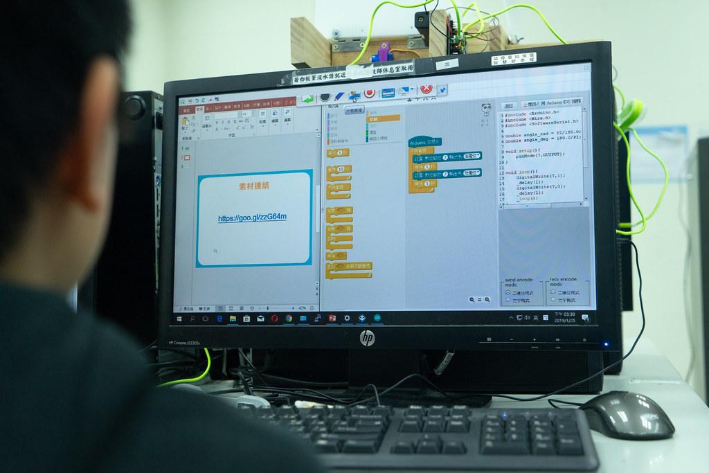 學童學習撰寫程式