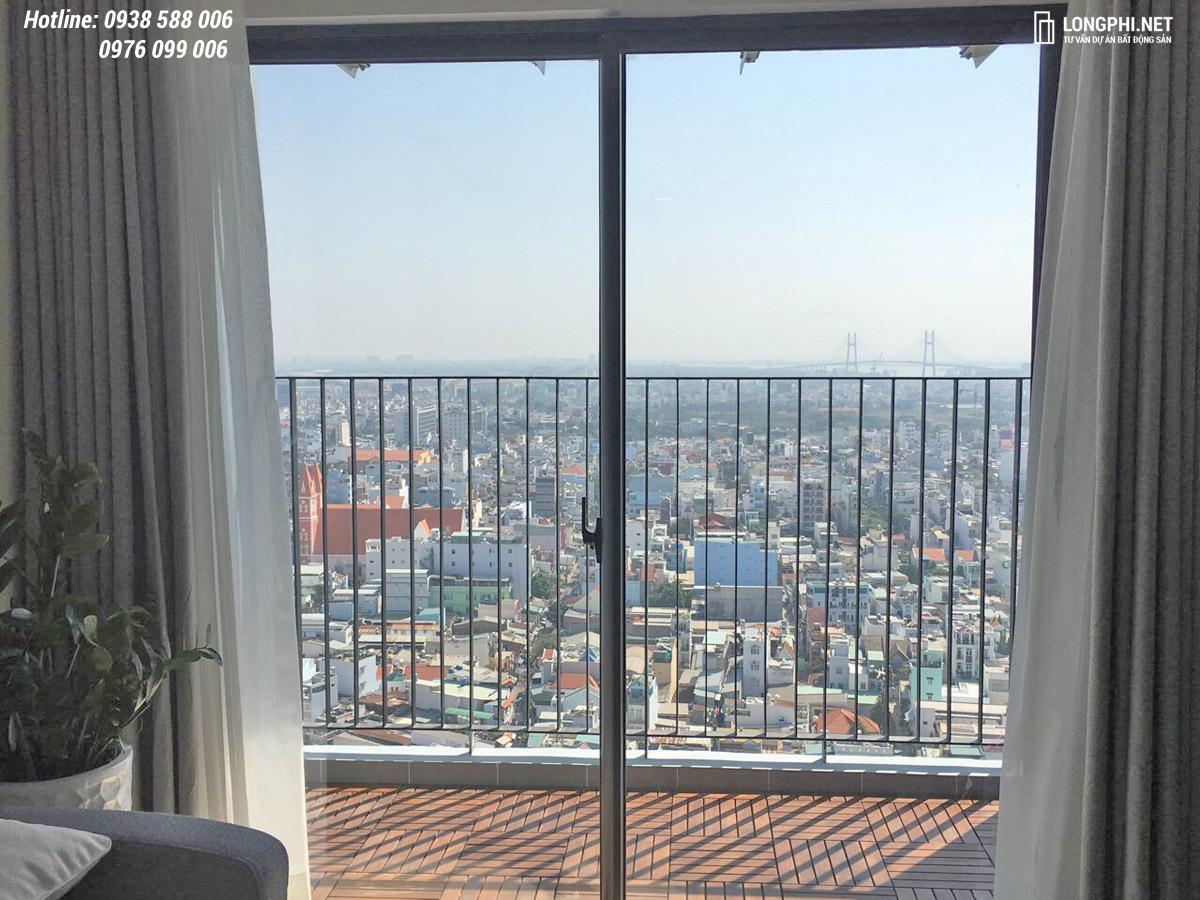 Hướng view tuyệt đẹp nhìn từ balcony căn hộ M-One 2PN cho thuê.