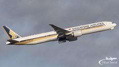 CDG - Singapore Airlines Boeing 777-300 9V-SWM