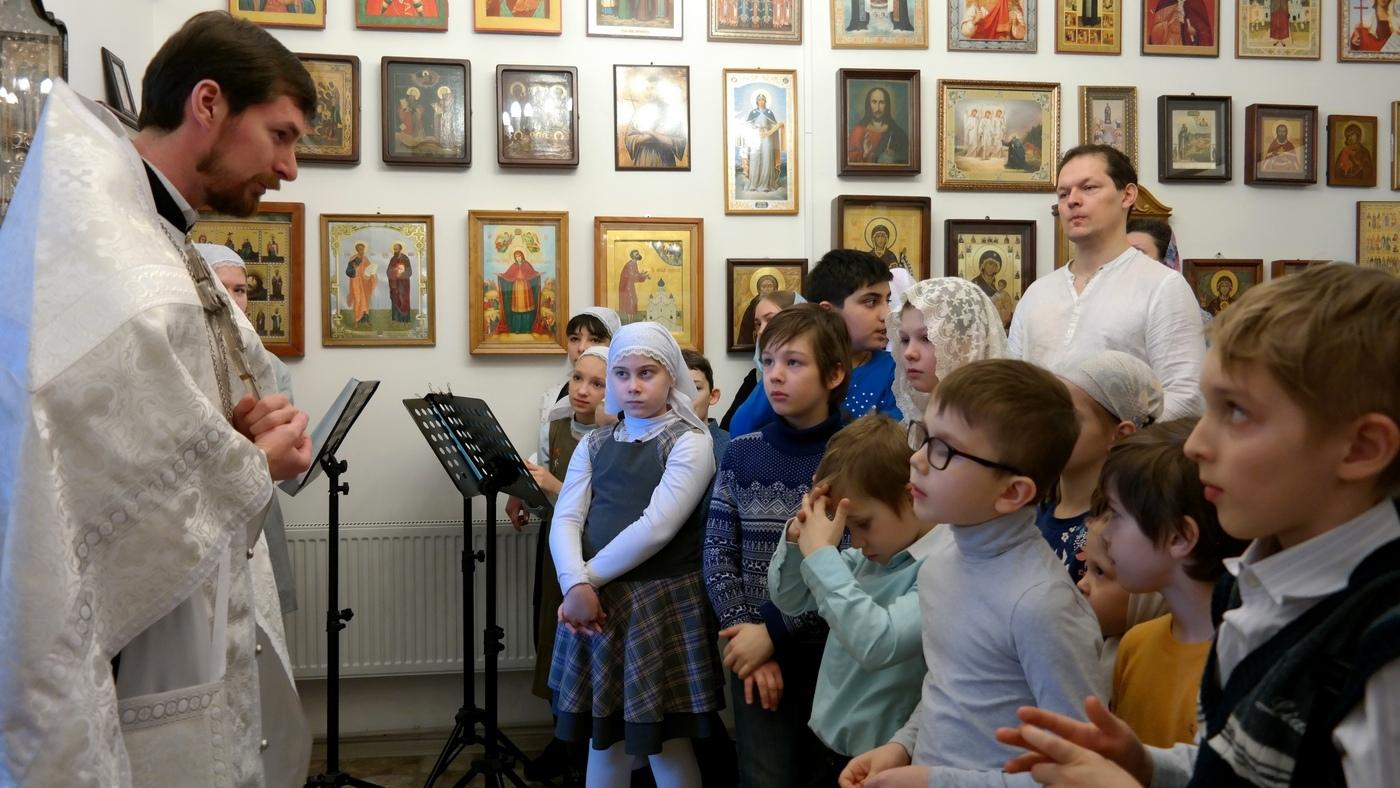 В Некрасовке малым чином освятили школьный храм в честь прп. Сергия Радонежского – покровителя всех учащихся