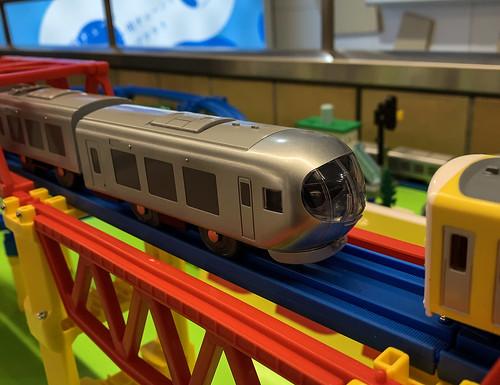 西武線新型特急ラビューのプラレール