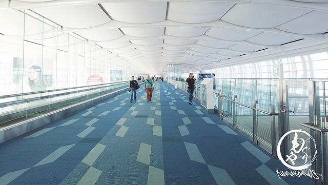 世界有数の広さを誇るスワンナプーム空港。広い。。