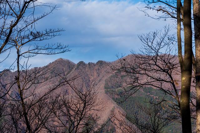 朝越えてきた三ツ森北峰