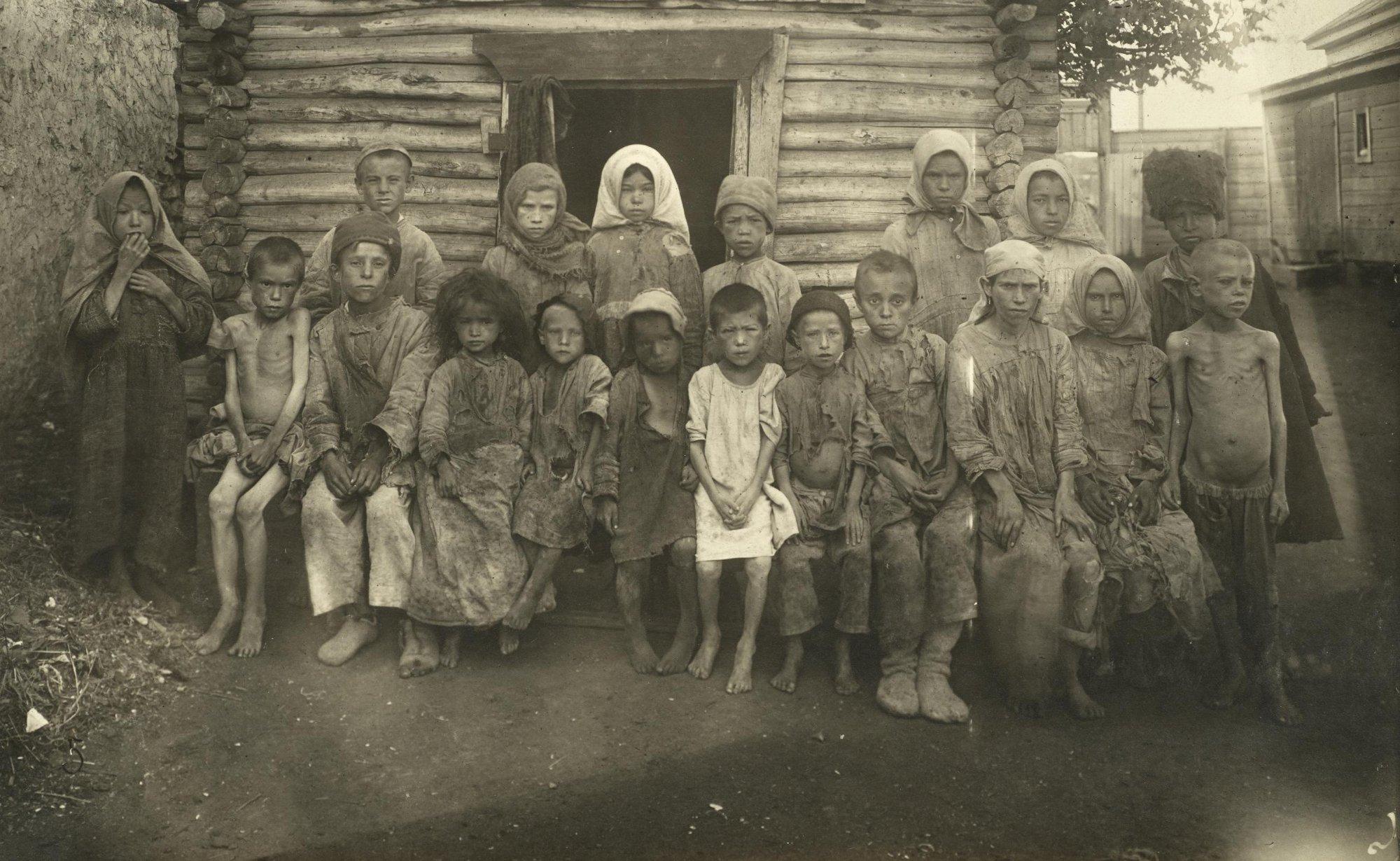 Голодные дети мусульман из приёмника № 17. Бугуруслан