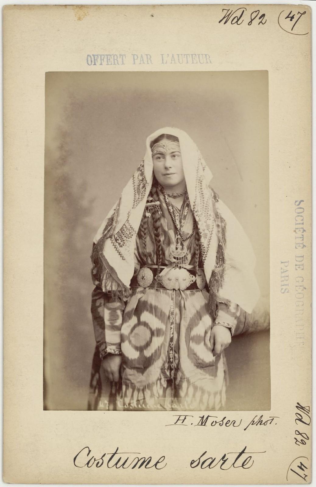 47. Сартянка в традиционной одежде