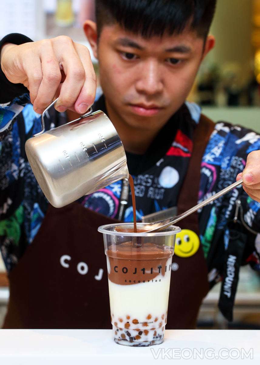 Cojiitii-Starling-Mall-Preparing-Chocolate-Milk-Drink