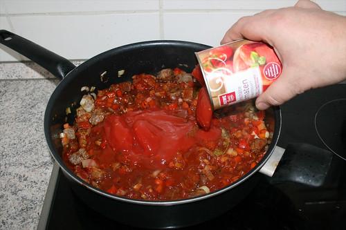 30 - Geschälte Tomaten hinzufügen / Add peeled tomatoes