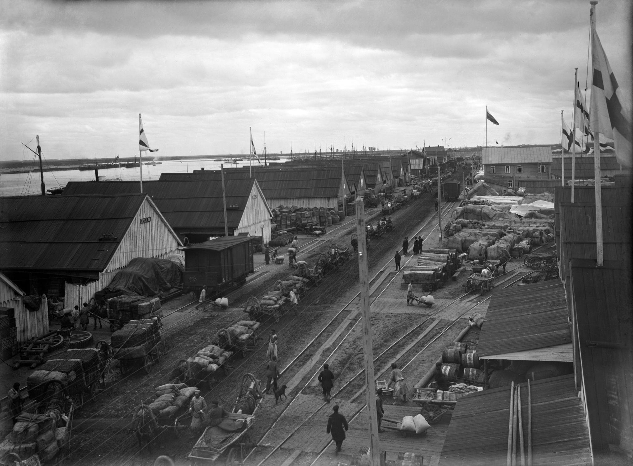 Торговые склады на набережной