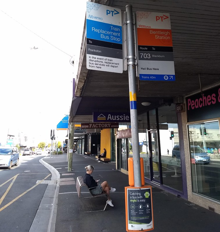 Bus stop timing point indicator: Bentleigh station