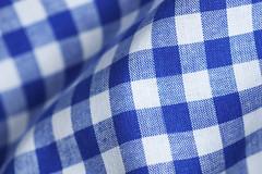 blau weiß karierter Stoff