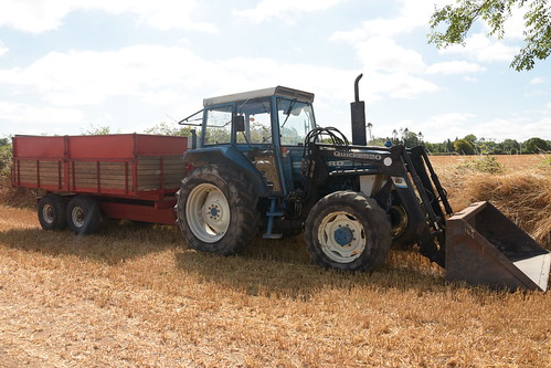 Melleray Vintage Club Vintage Combine Exhibition 2018 Ford Tractor with a Pettit Grain Trailer