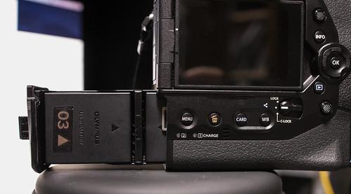 EOS R & OM-D Battery_02