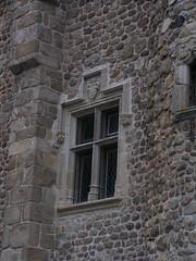20080515 23373 0905 Jakobus Champdieu Kirche Fensterkreuz Wappen