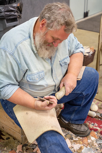 Hand-Making Arrowheads and Blades (2)