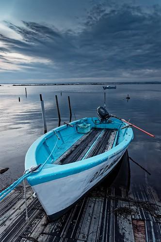 La barque bleue et blanche