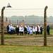 3. Visitantes durante un tour al campo de concentración de Auschwitz