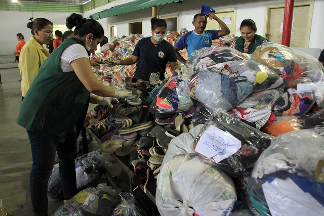 14.02.19 - Prefeitura entrega donativos às famílias do Educandos