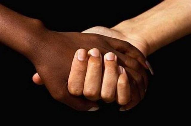 Noicattaro. razzismo intero