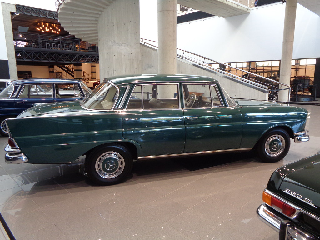 MERCEDES-BENZ W111 TYPE 230 S FINTAIL